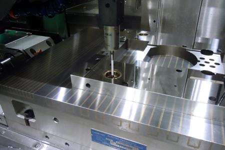 超精密門型成形平面研削盤SGDシリーズ_機上計測ユニット
